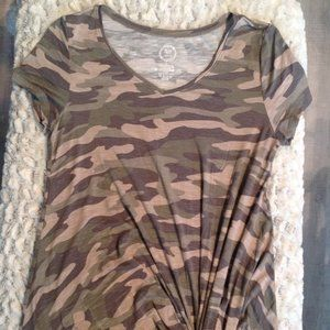 Camouflage knot t-shirt